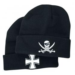 Kootud müts sümboolikaga Jolly Roger